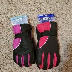 NWT Rugged Wear Ski Gloves Set